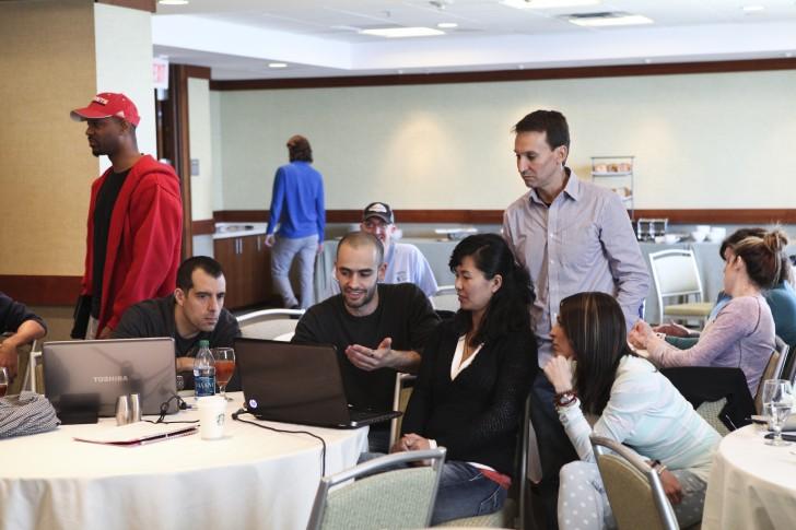 Nikolai compartiendo con otros traders en nuestro seminario anual